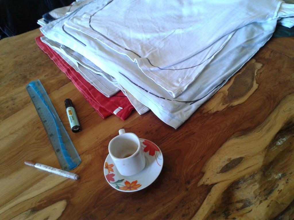 Alternative aux sacs plastique : réalisation de sacs à partir de tee-shirts
